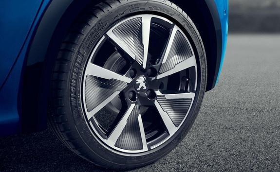 peugeot-208-tyres.536487.63.jpg